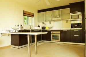 5_kitchen_SunArtVilla_intgal-500x333